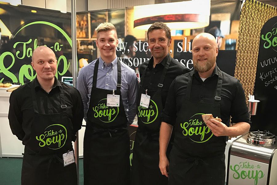 Feelian myyntipäälliköt Jari Tornikoski ja Jere Ojala, toimitusjohtaja Jukka Ojala ja tuotepäällikkö Matti Nikkonen vievät Take a Soup -konseptia B2B-markkinoille.